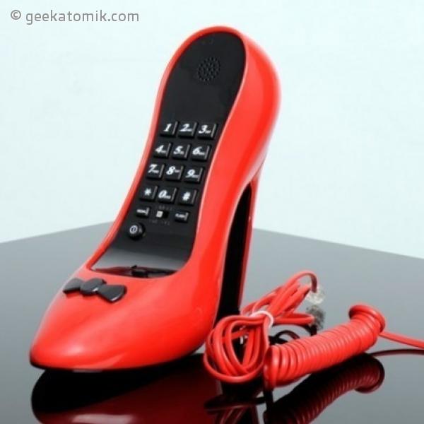 t l phone en forme de chaussure talon aiguille geekatomik. Black Bedroom Furniture Sets. Home Design Ideas