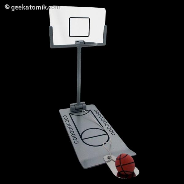 Panier de basket pour bureau geekatomik - Panier de basket de bureau ...